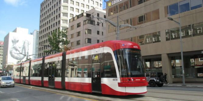 TTC_Flexity_4470_on_route_512_St._Clair_WB_west_of_Yonge_St_tuya